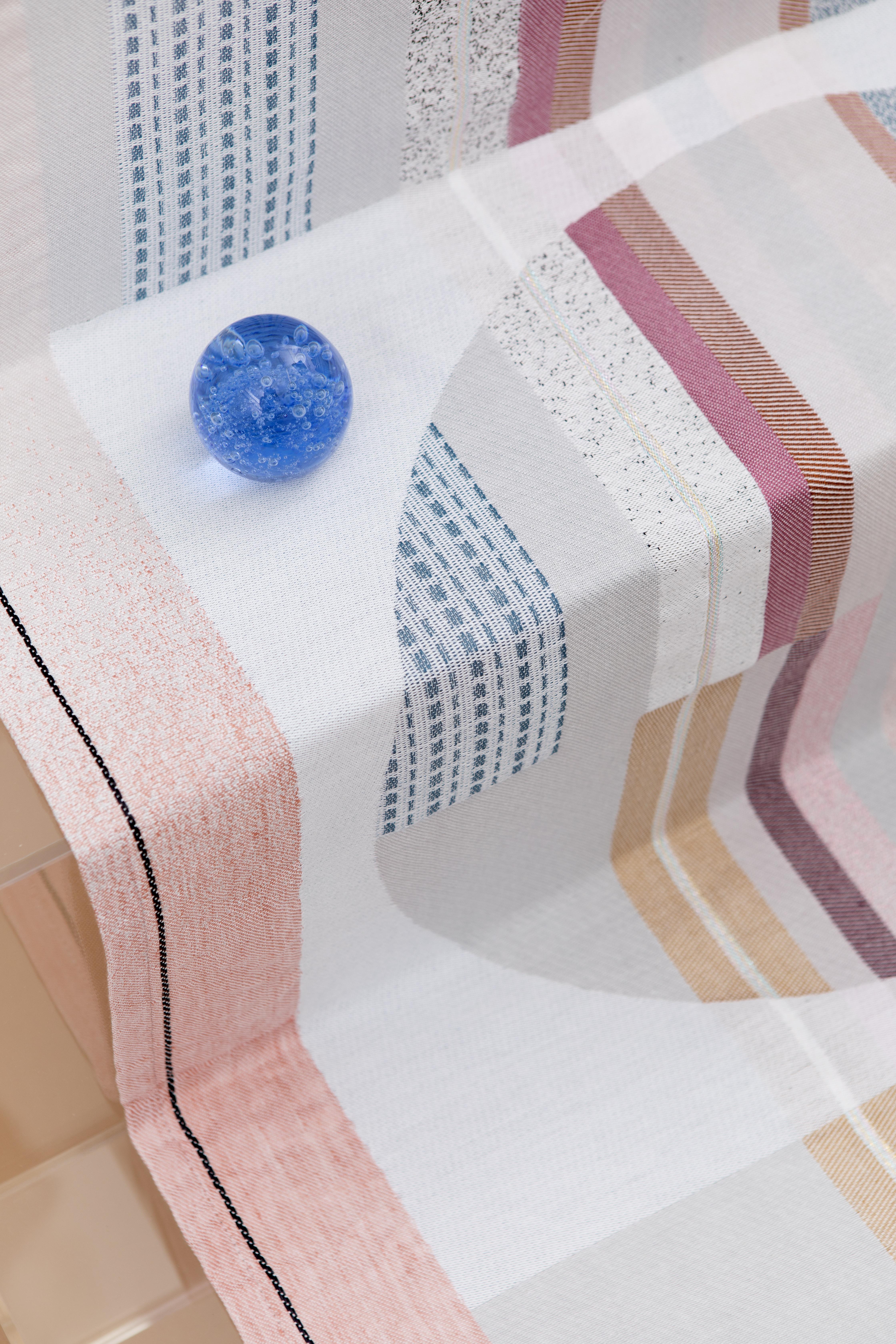 Ode aan bauhaus door mae engelgeer – stoffen voor textielmuseum