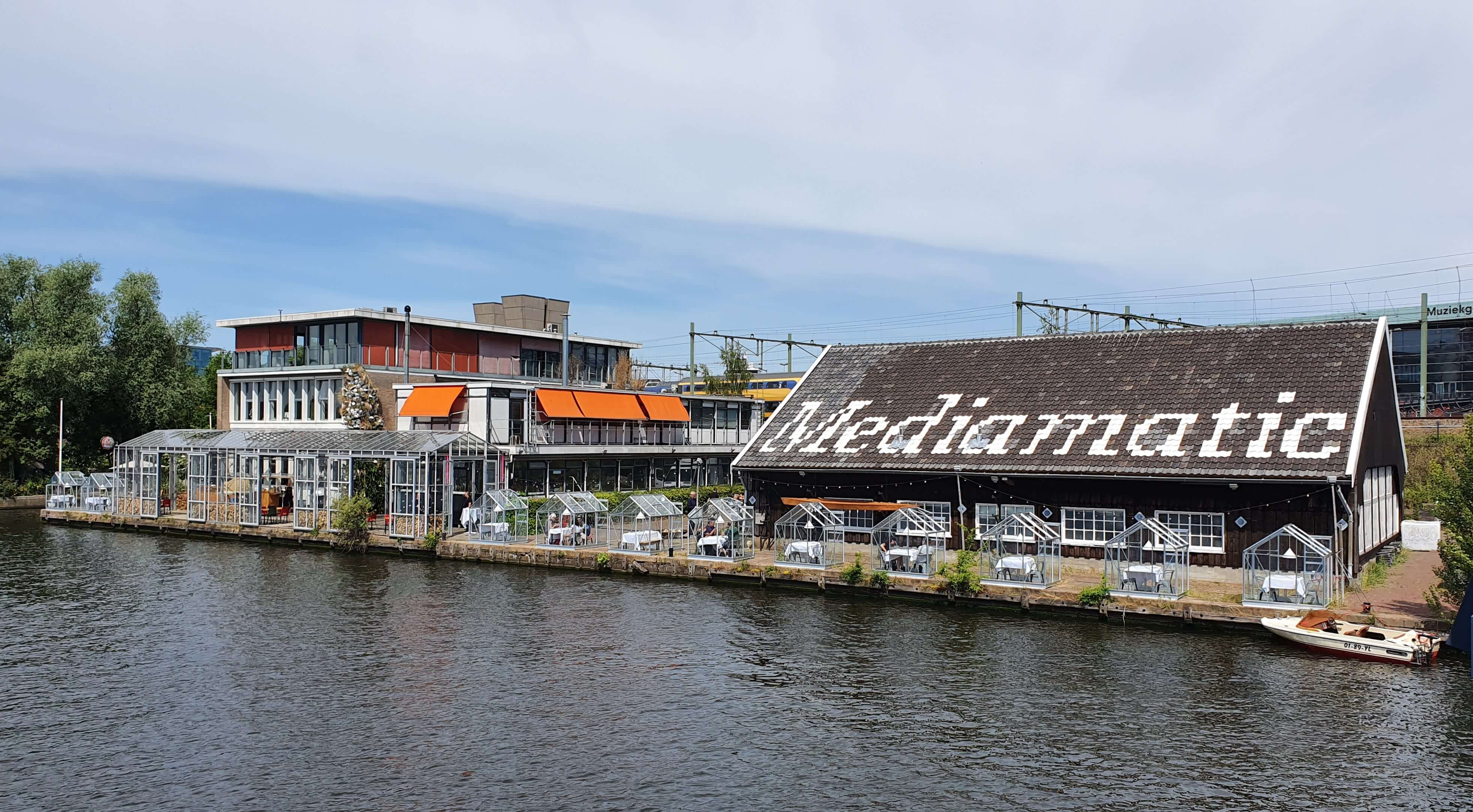 Corona-files #9 – Dineren in een quarantaine-kas bij Mediamatic