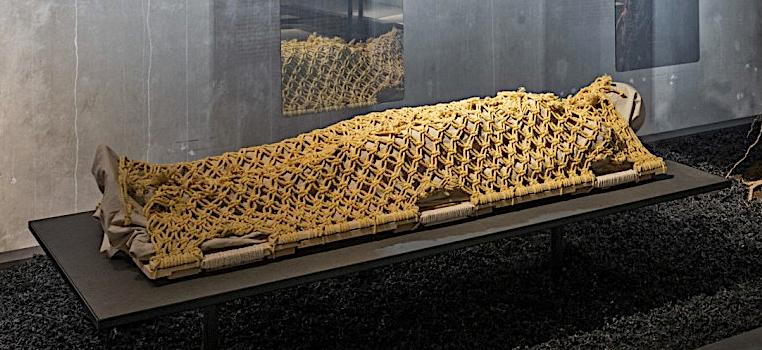 De 5 meest opmerkelijke objecten uit expo (Re)Design Death in Cube
