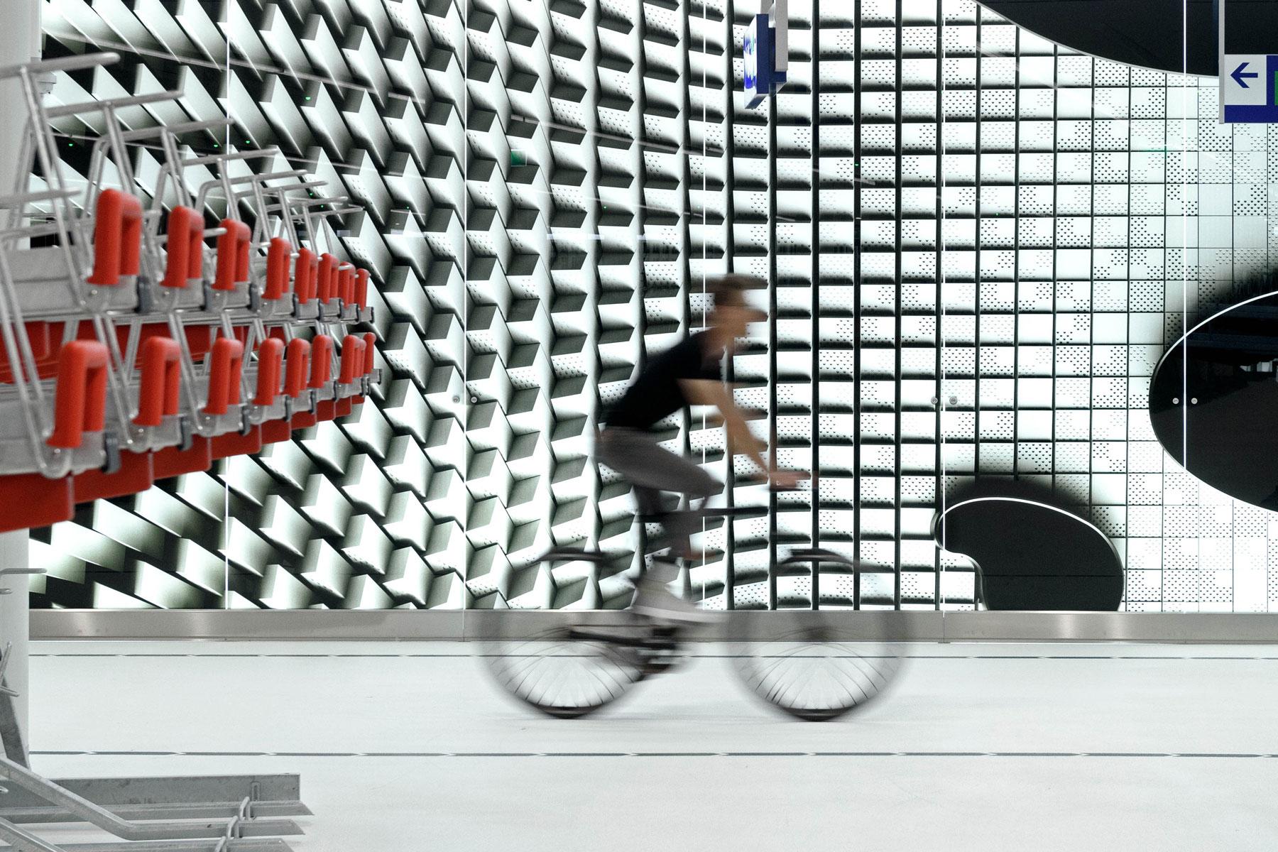 Haagse skyline siert 'bike parking' met museale allure