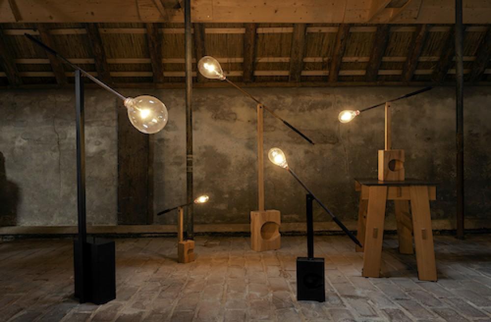 Ambachtelijke lamp van Christien Meindertsma knipoogt naar glasblazen