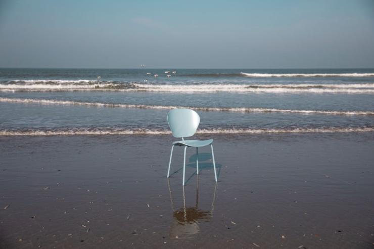 'Ocean Chair' van Zuiver is vervaardigd van afvalplastic uit zee