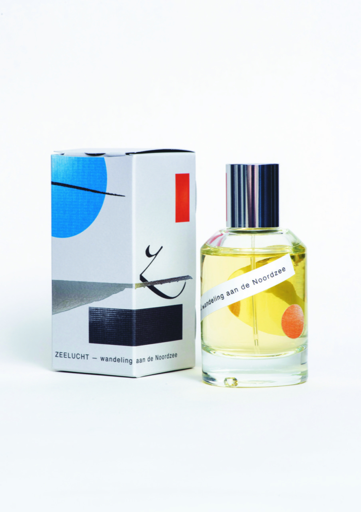 Geurkunstenaar The Snifferoo ontwerpt niche parfum 'Zeelucht' met tonen van helmgras én Hoogovens